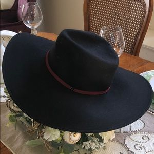 BCBG MAXAZRIA BUTTERFLY FLOPPY HAT/BLACK